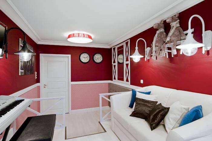 красно-розовые стены в дизайне детской комнаты для девочки