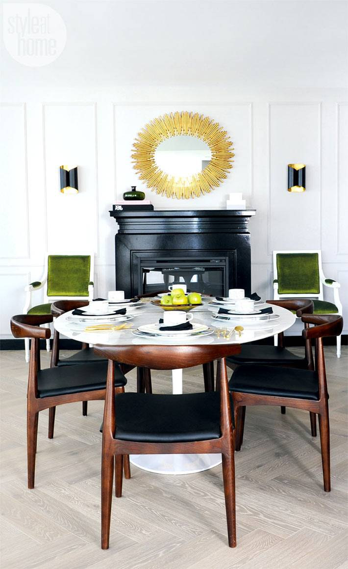 Зеркало-солнце над каминной печью в столовой комнате