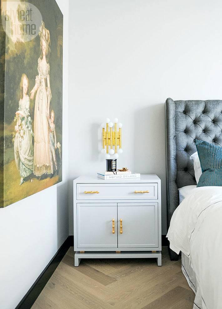Золотые элементы в декоре спальни фото