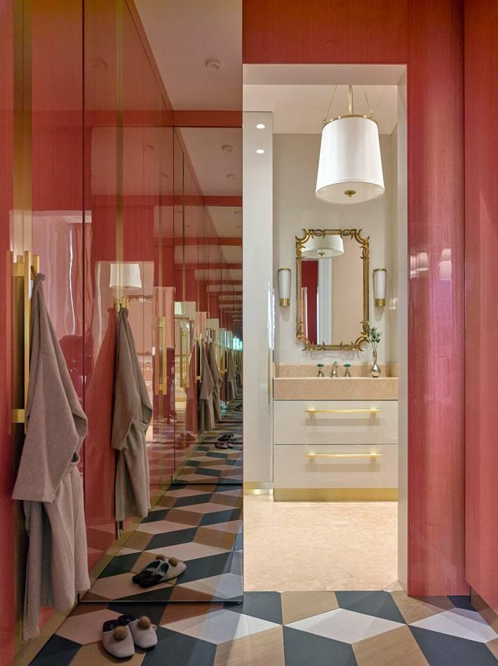 Глянцевые розовые двери в ванную комнату