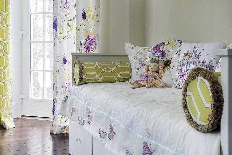 диванные подушки разной формы для детской кроватки