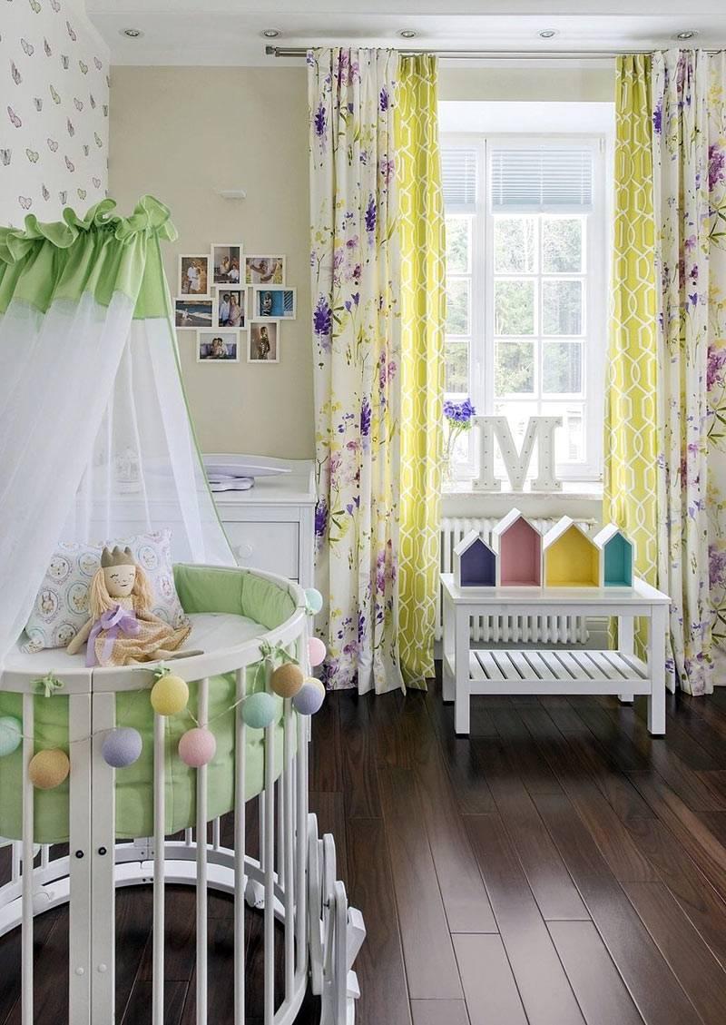 круглая детская кроватка с балдахином и гирляндой фото