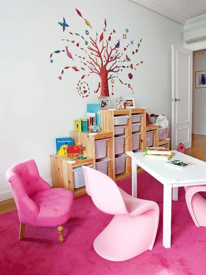 Русунок в виде дерева на стене в детской комнате фото