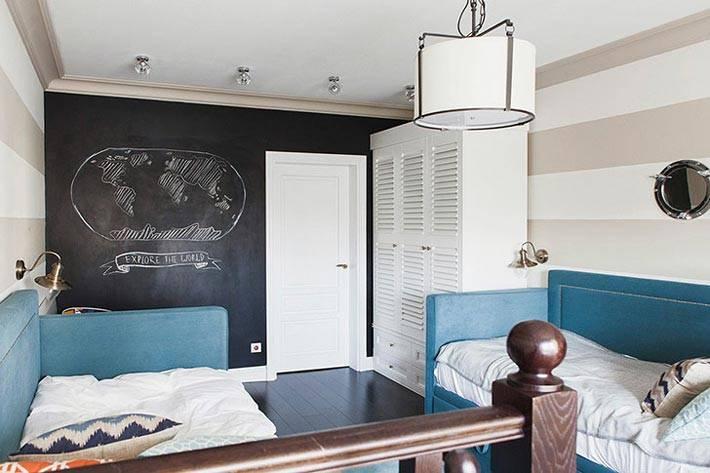 черная меловая стена для записей в интерьере детской комнаты