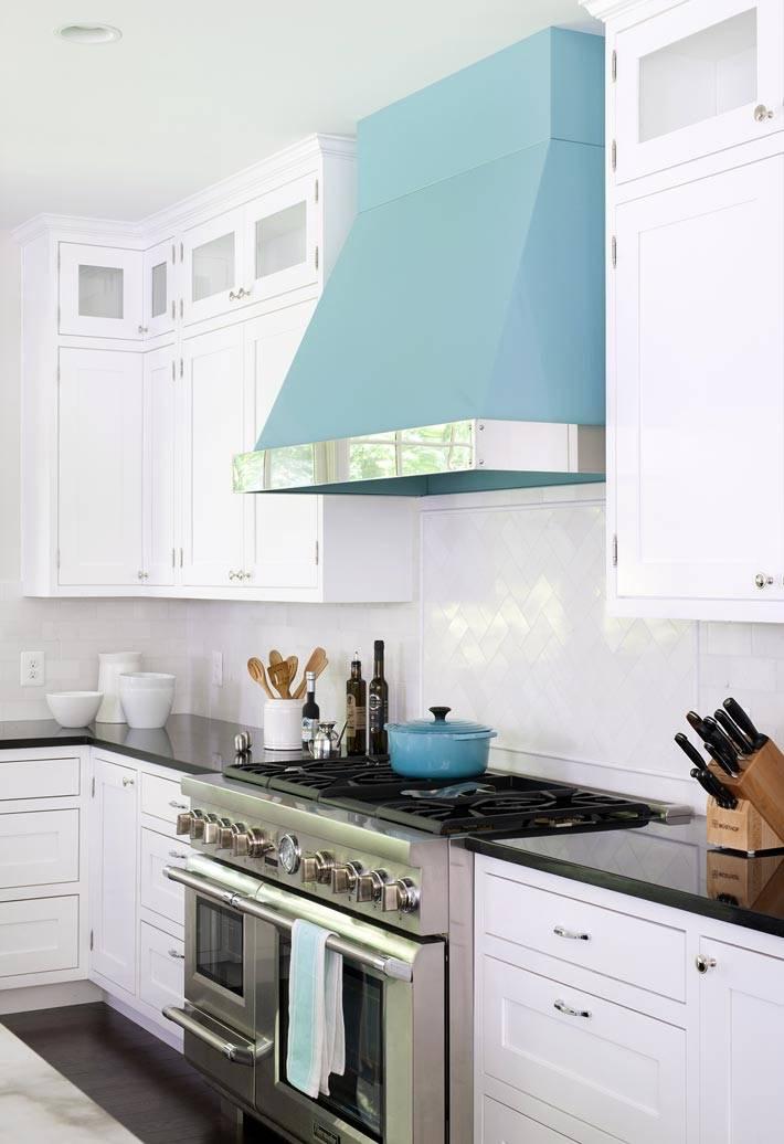 вытяжка для кухни небесно голубого цвета фото