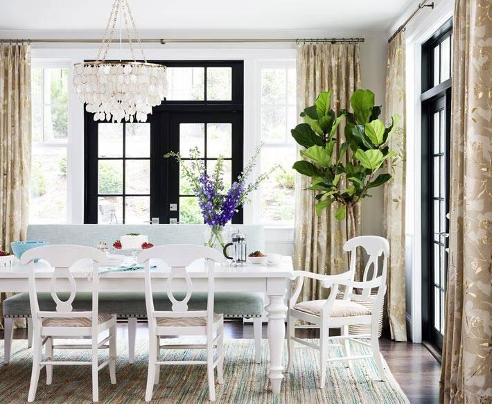 обеденная группа белого цвета, красивый интерьер столовой комнаты