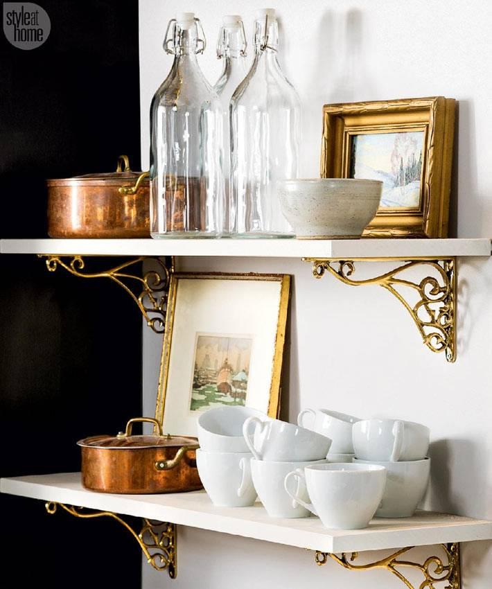 сочетание белого и золотого цвета в дизайне кухни фото