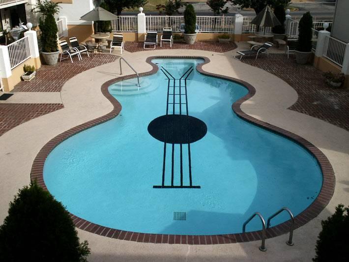 бассейн, выполнен как копия гитары фото