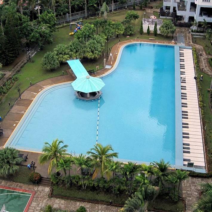 большой бассейн в форме пианино фото