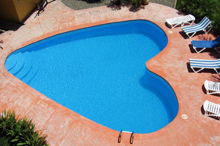 домашний бассейн в виде сердца фото