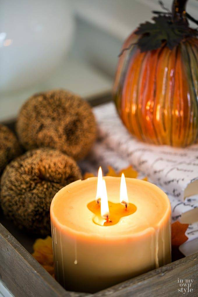свечи в осеннем дизайне интерьера комнаты фото