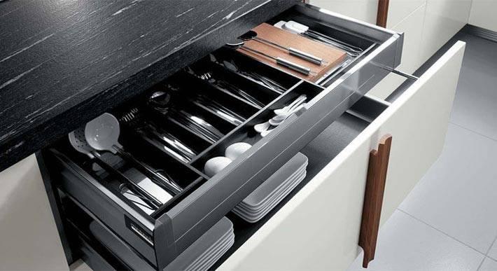 практичное заполнение кухонных ящиков