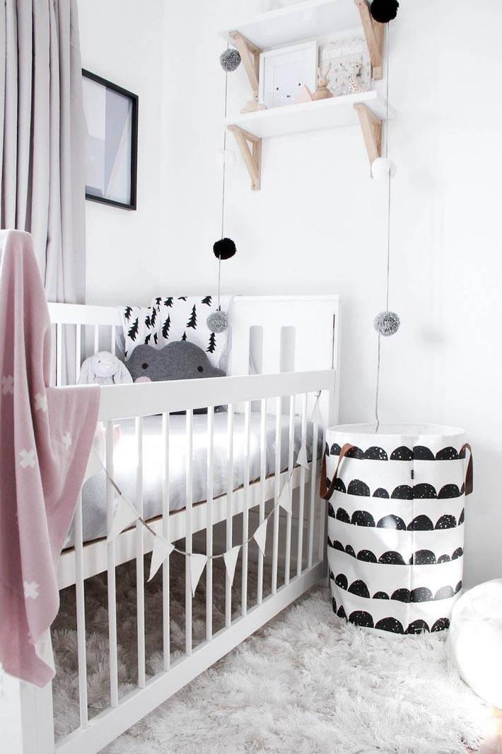 Белый цвет детской комнаты с черными акцентами
