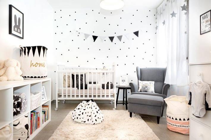 декор черного цвета для белой детской комнаты фото