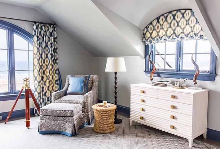 арочные окна в мансардной спальне фото