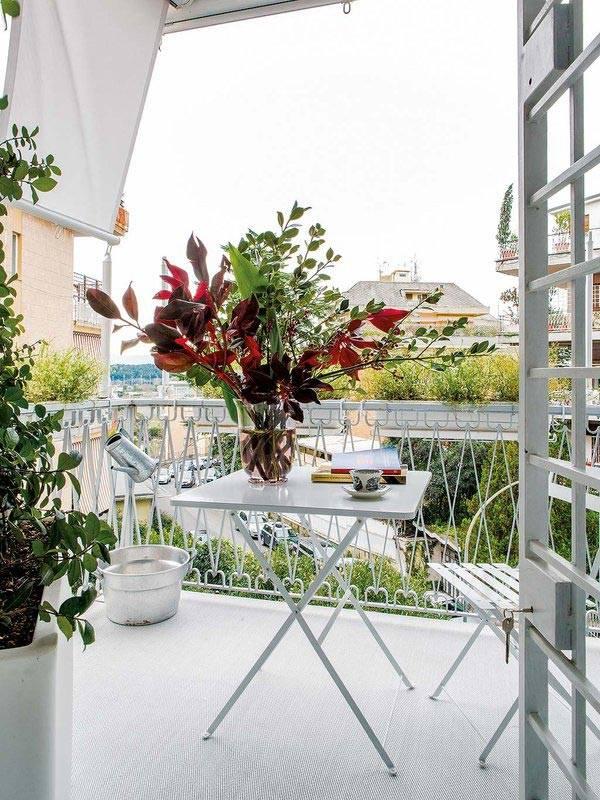 белая мебель для балкона фото