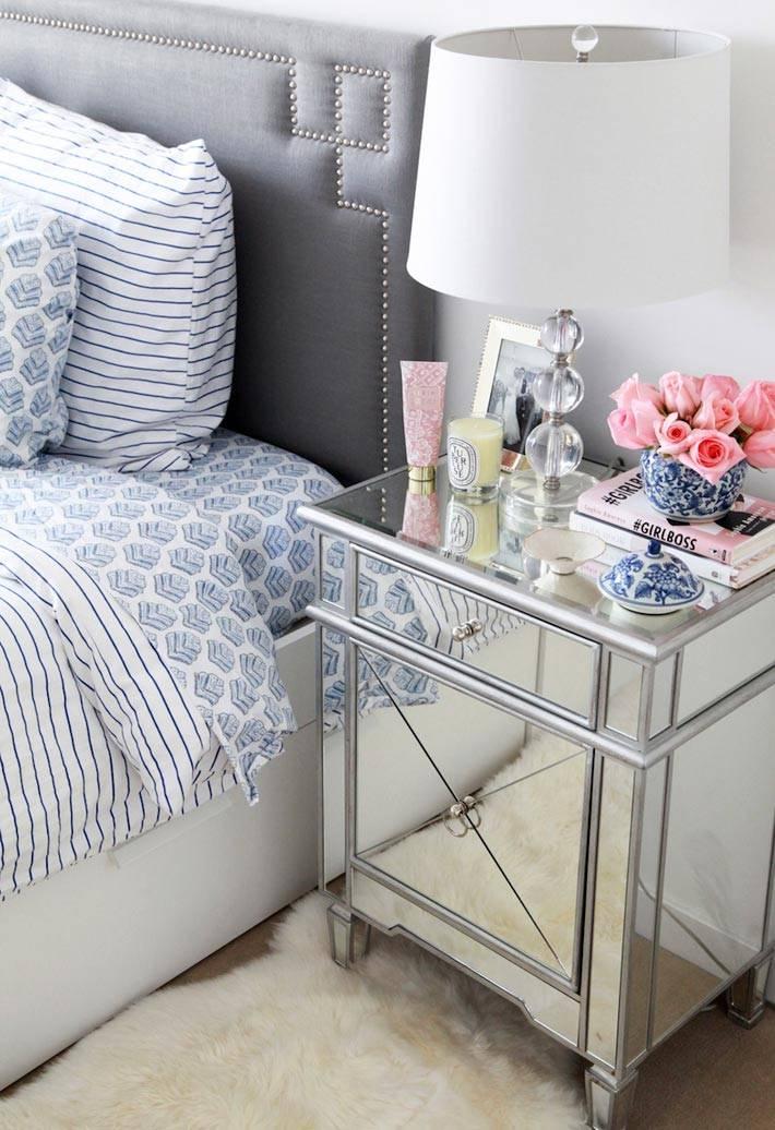 Красивый дизайн спальни с прикроватной зеркальной тумбочкой