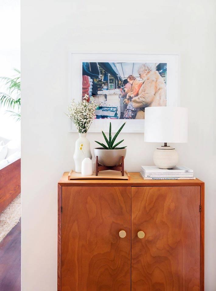 винтажная деревянная тумба в интерьере