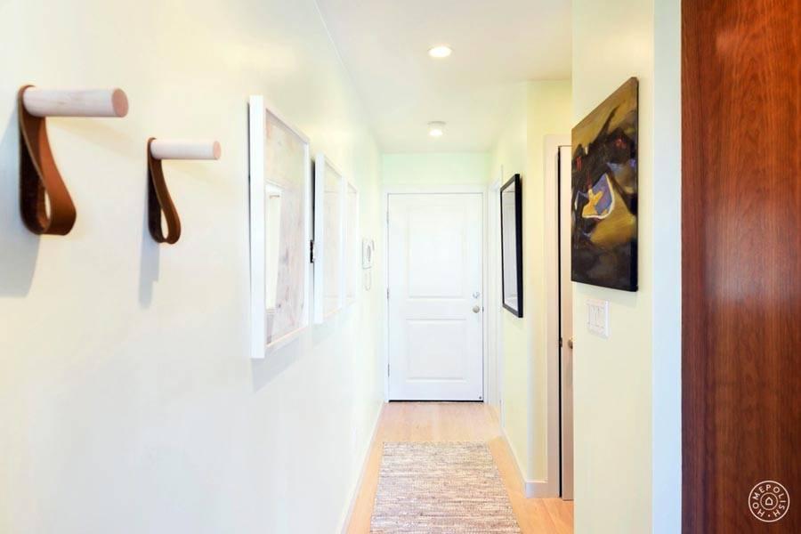 белый цвет для прихожей и коридора в доме фото