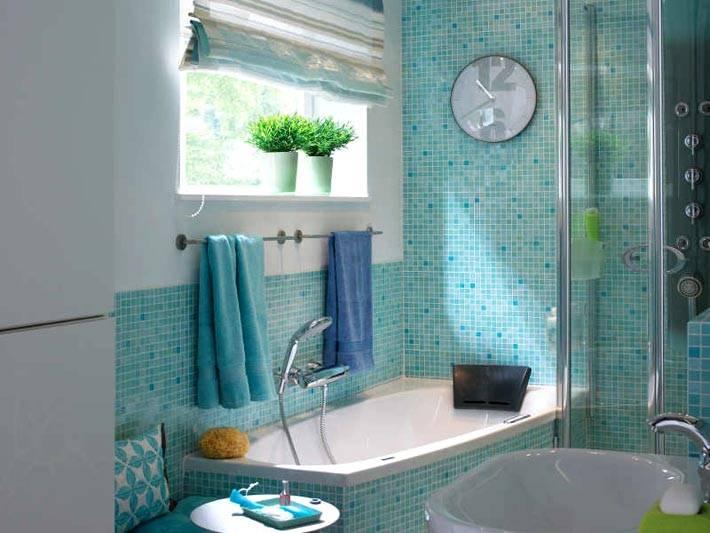 плитка мозаика бирюзового цвета в интерьере ванной фото
