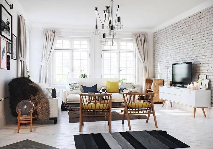светлая гостиная в белой кипичной кладкой на стене