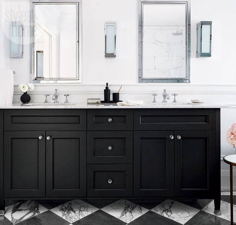 черная тумба в интерьре ванной с двумя умывальниками