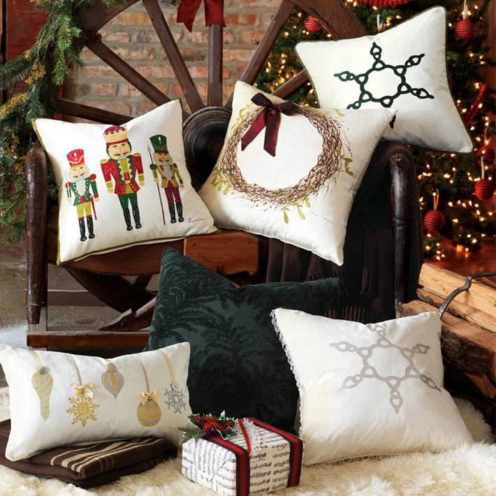новогодние декоративные подушки для интерьера