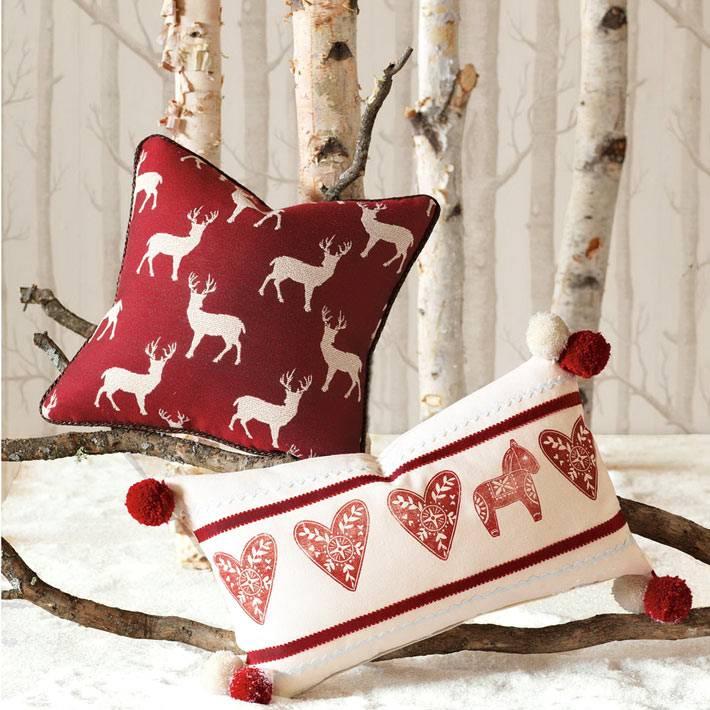 красно-белые подушки для нового года фото