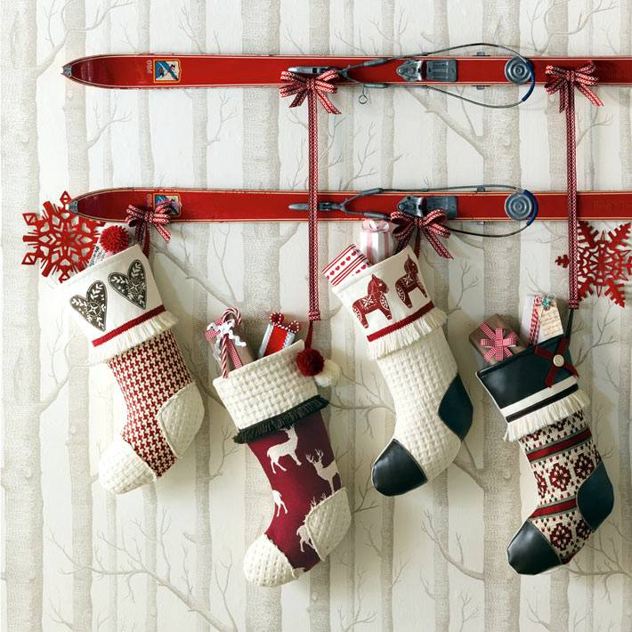 белые, синие, красные носки для подарков фото