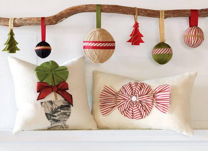 самодельные новогодние игрушки на деревянной ветке