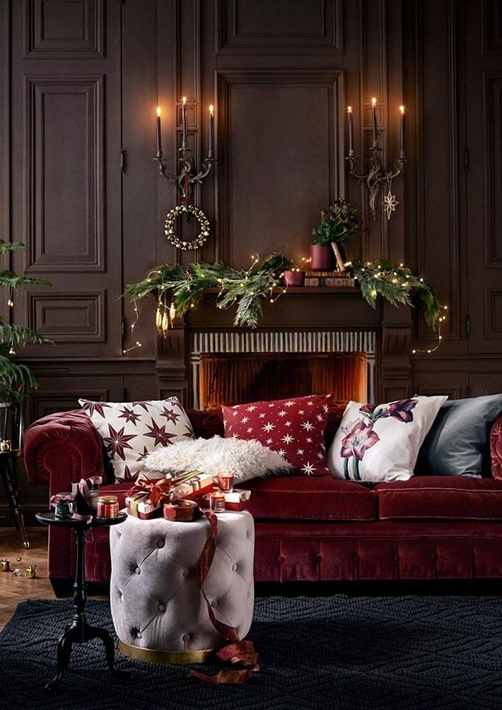 красные цвета в новогодних украшениях фото