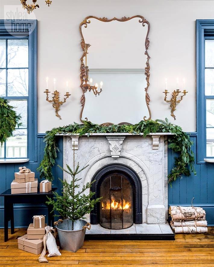 уютная гостиница украшена к новогодним праздникам