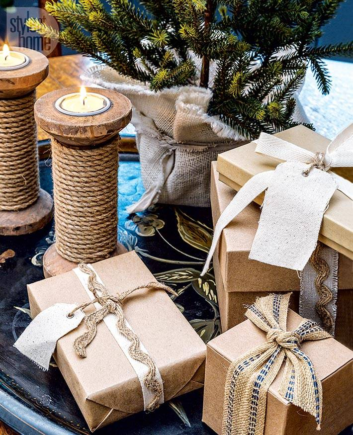 крафтовая бумага, бечевка и мешковина в новогоднем декоре
