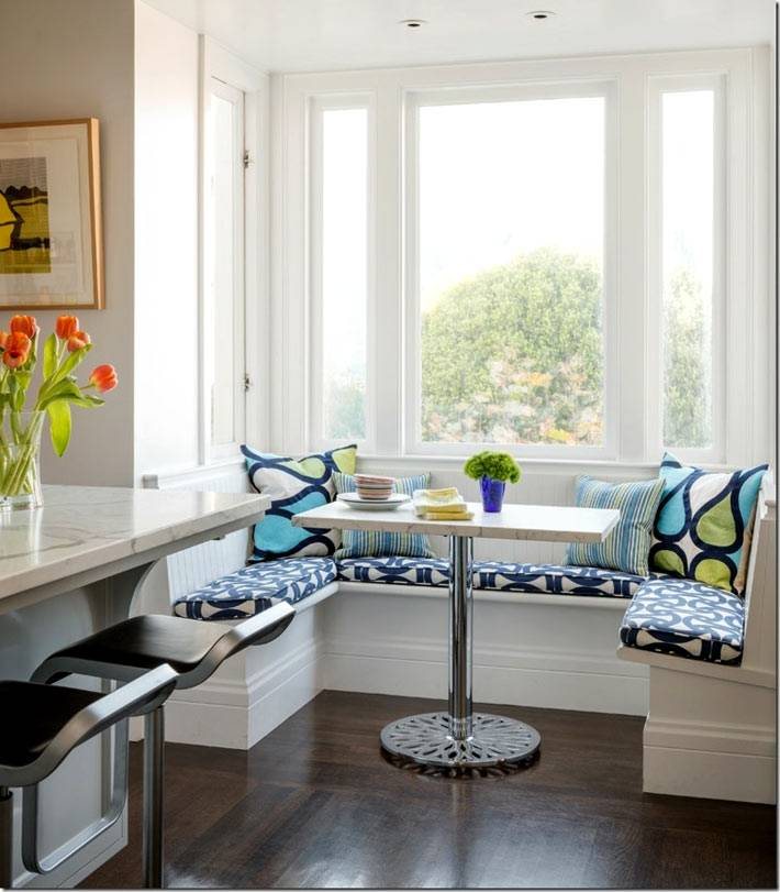 яркий текстиль для кухонного мягкого уголка фото