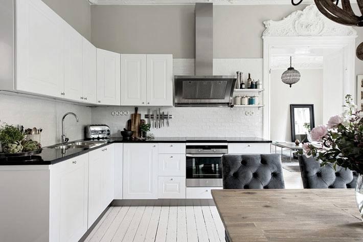 классический дизайн белой кухни в скандинавском стиле
