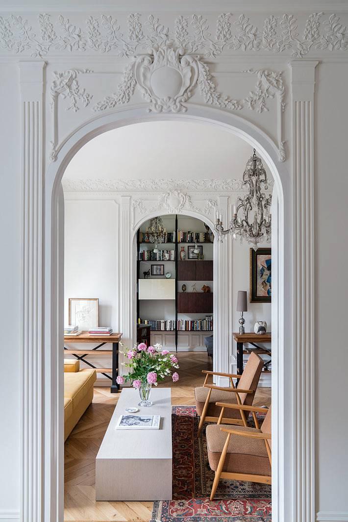 арочные проемы для дверей с лепниной в квартире фото