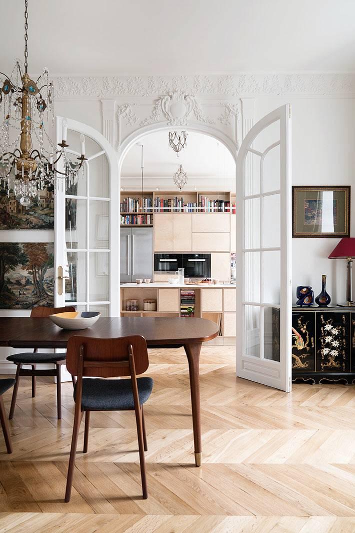 винтажная ретро-мебель в дизайне интерьера квартиры фото