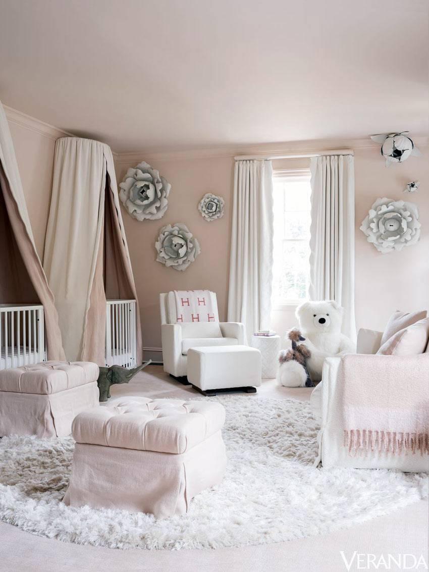 пудровые оттенки розового в интерьере детской спальни фото