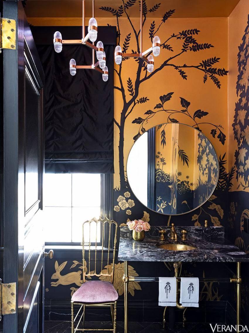 черный цвет с золотым для оформления интерьера ванной комнаты