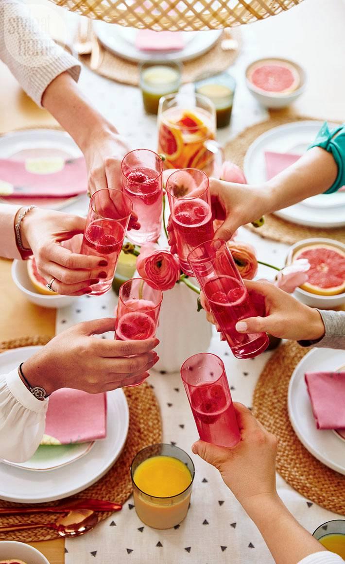 розовые стаканы для сервировки новогоднего стола фото
