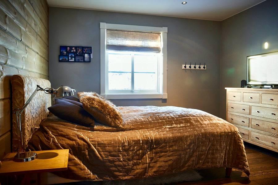 металлический цвет стен небольшой спальни фото