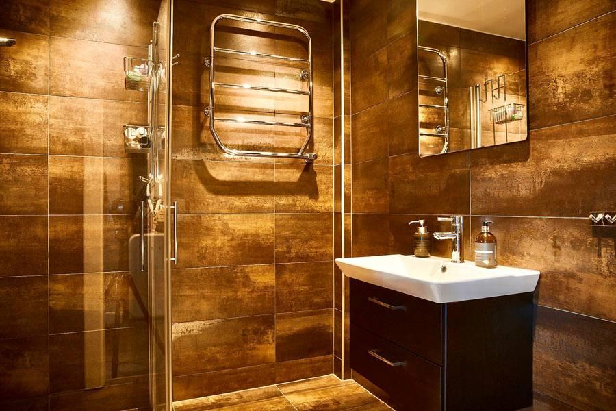 плитка для стен ванной комнаты цвета темной охры фото