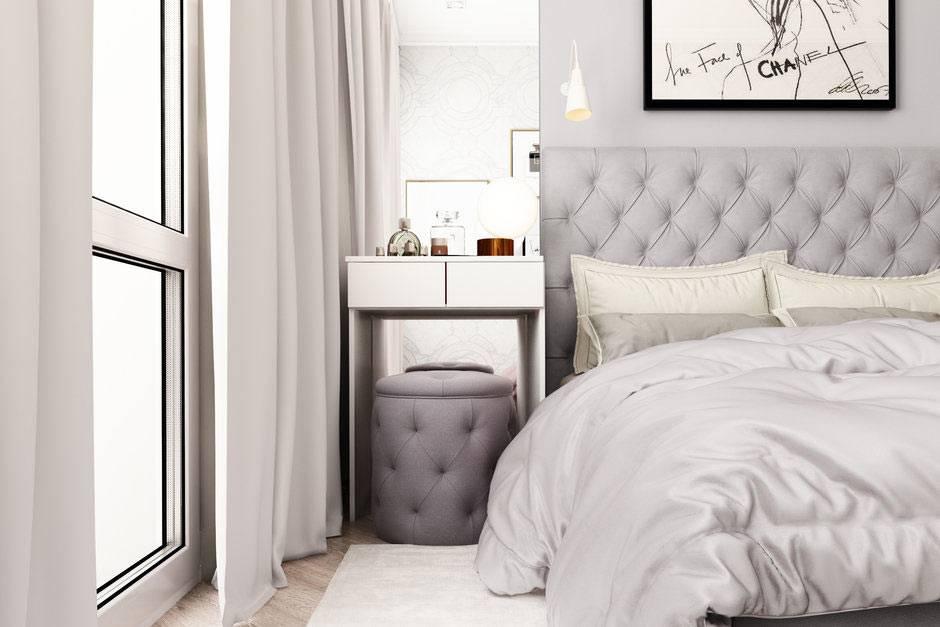 светлая кожаная ообивка на кровати и пуфе в спальне