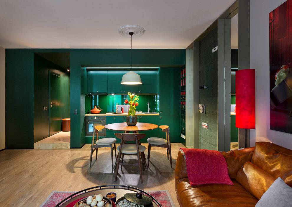 зеленые стены в интерьере кухни и прихожей в квартире фото