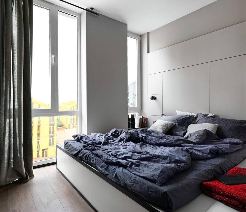 панорамные окна в маленькой спальни из лоджии фото