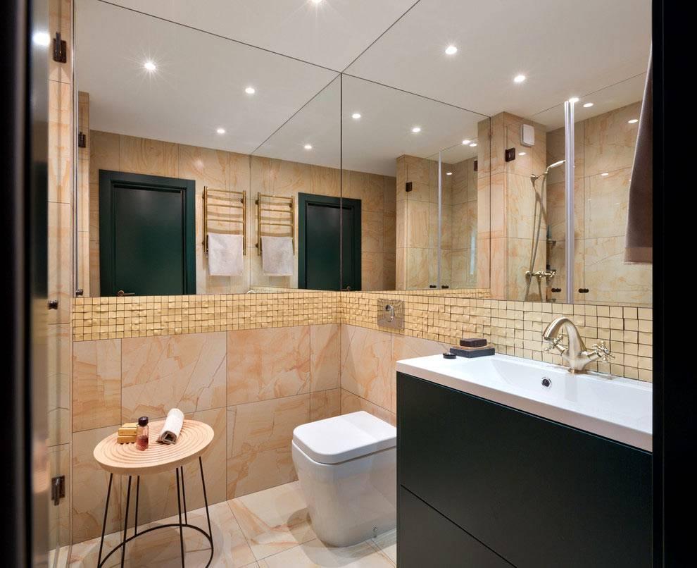 зеркальные стены в интерьере ванной комнаты, объединнной с туалетом