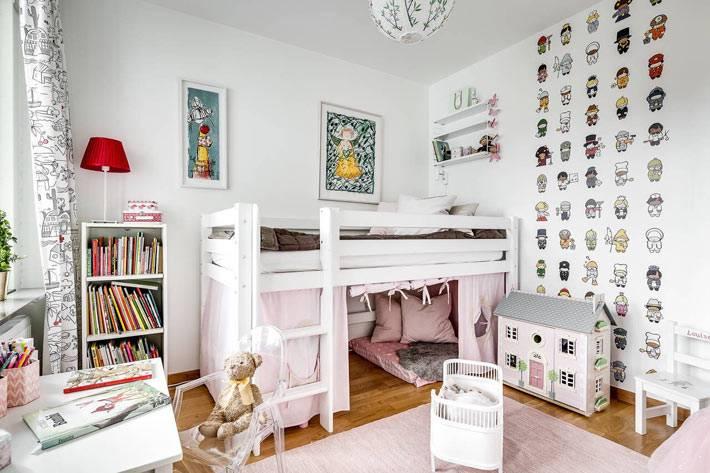 наклейки на стену украшают интерьере детской комнаты