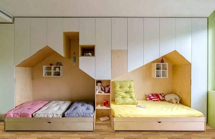 деревянная мебель и кровати-домики в детской