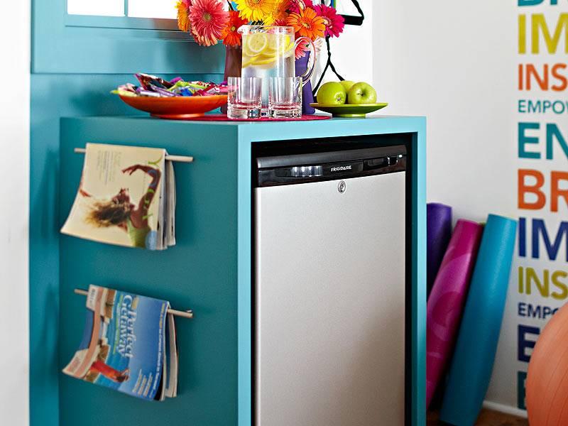 маленький холодильник для маленькой комнаты фото