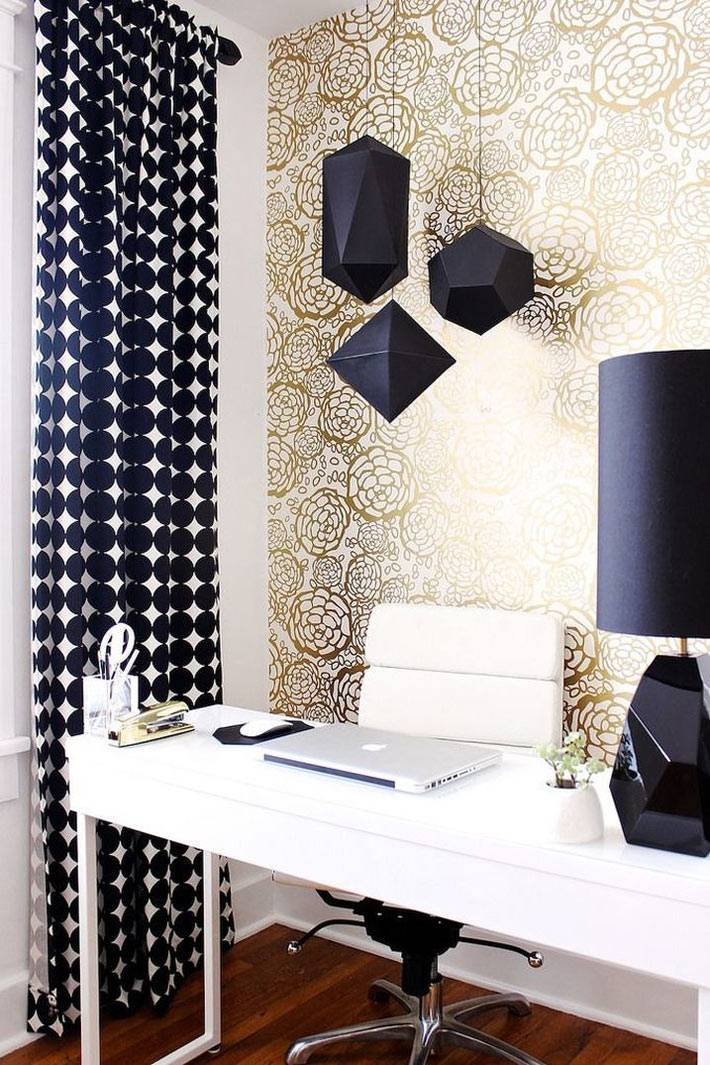 светлый рабочий кабинет с черными аксессуарами фото